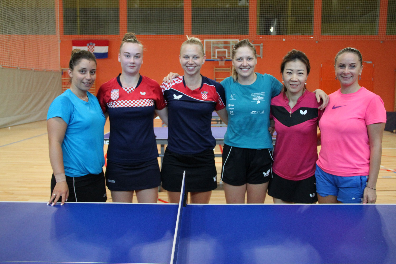STOLNI TENIS STOLNI TENIS Nakon priprema u Varaždinu hrvatska ženska stolnoteniska reprezentacija na jakom ITTF turniru u Češkoj