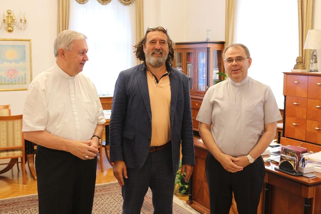 U vedrom i srdačnom ozračju U vedrom i srdačnom ozračju Čehok se susreo s biskupima Mrzljakom i Radošom, ređenje novog biskupa 24. studenog