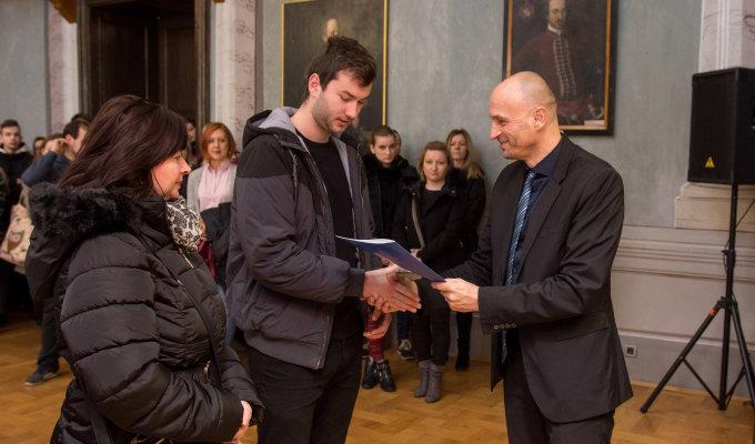 za školsku godinu 2019. 20. Objavljen je natječaj za dodjelu stipendija Varaždinske županije evo detalja 22.10.2019 U središtu