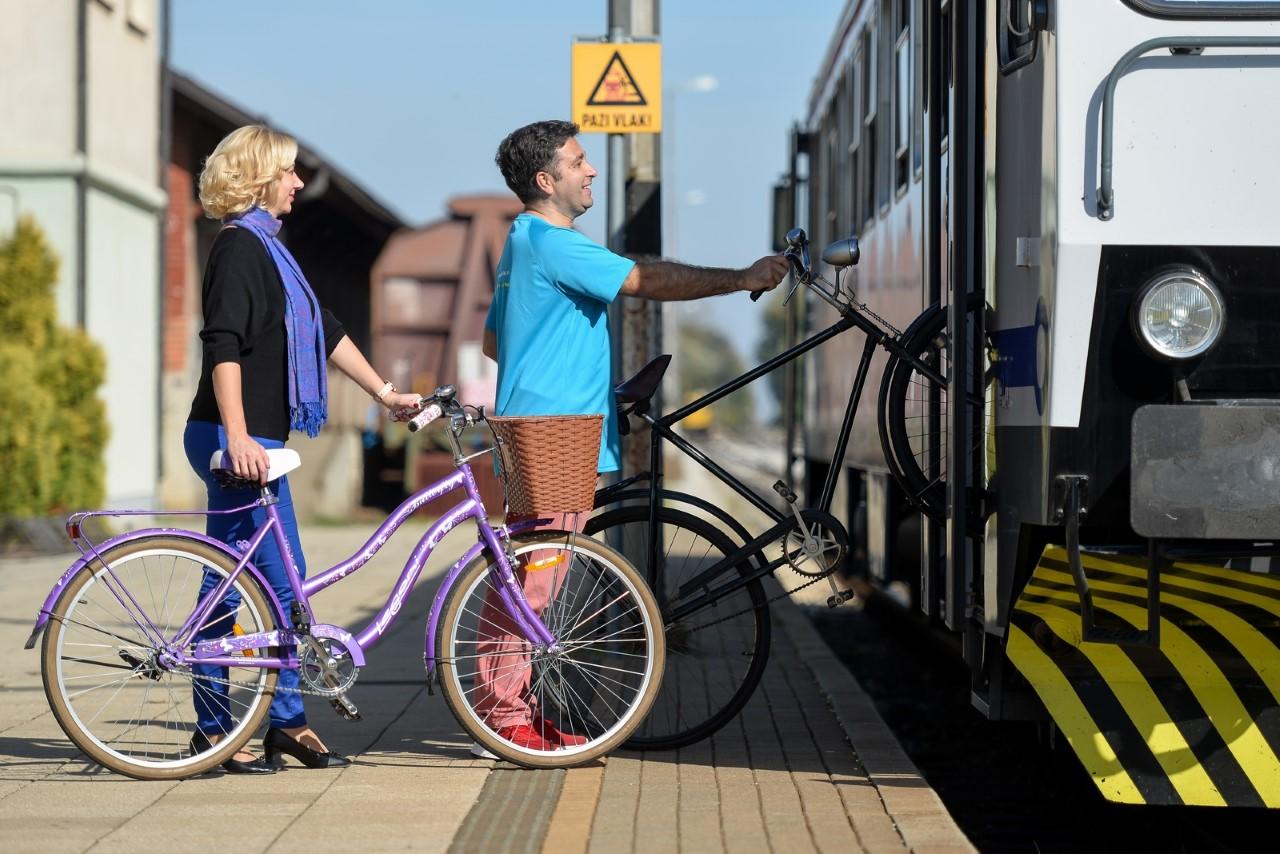 razvijanje turizma razvijanje turizma Turistička zajednica Županije predstavila novi projekt od sada u vlak možete i s biciklom