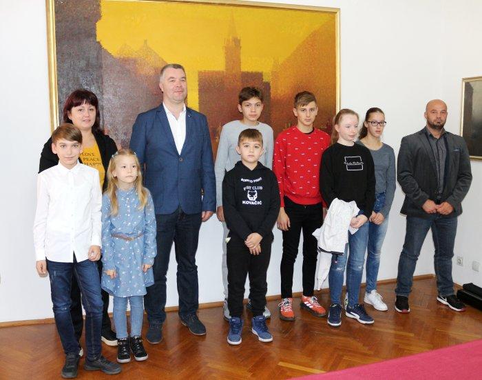 uspješni sportaši uspješni sportaši Zamjenik gradonačelnika u Gradskog vijećnici primio kadete Fight Cluba Kovačić