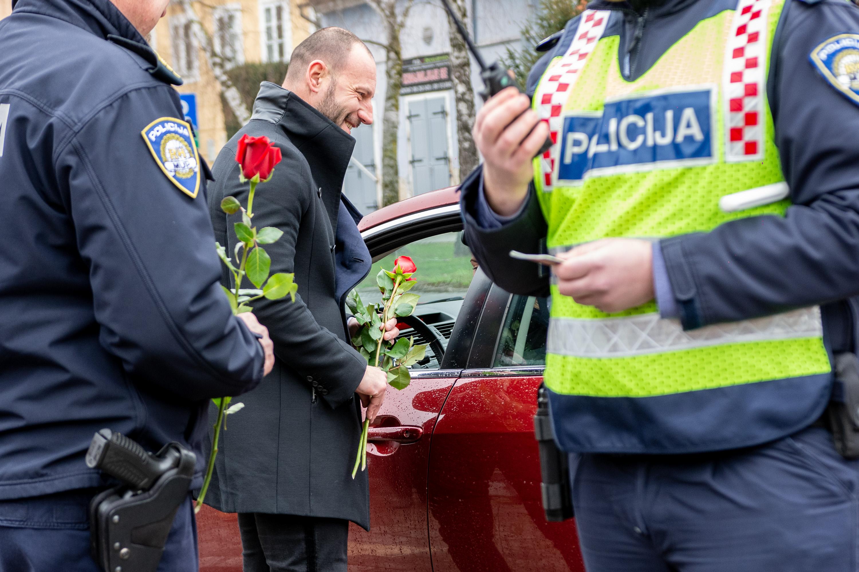 FOTO: Policija danas zaustavljala samo žene za volanom